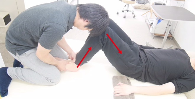 問題となる足の筋や骨の位置、神経活動を修正