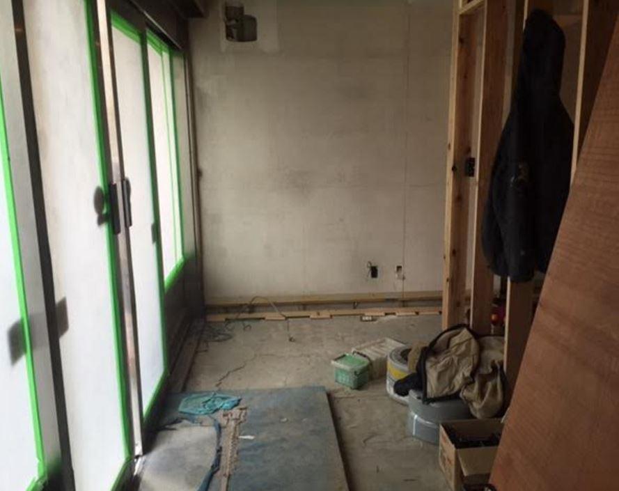 自動ドアからの玄関